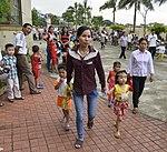 Eye screening for kindergarten children in Quoc Oai district of Hanoi (14124268909).jpg