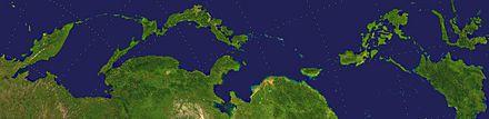 【参考】 極東・沿海部の島々。衛星画像 左から(北から)順に主なもの コマンドルスキー諸島、千島列島、樺太島、日本列島、南西諸島、台湾、フィリピン諸島、ボルネオ島、スラウェシ島[5]。Photo by NASA's Blue Marble project (*) 左端はカムチャツカ半島