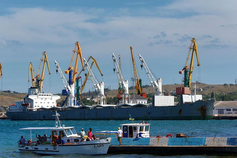 File:Feodosiya port Bulk carrier Era IMG 3090 1725.jpg
