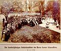 Festgesellschaft im Park vor der Schaeuffelen-Büste, 1898.jpg