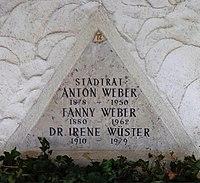 Feuerhalle Simmering - Arkadenhof (Abteilung ALI) - Anton Weber (1878–1950) 03.jpg