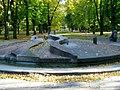 Fontána v parku - panoramio.jpg
