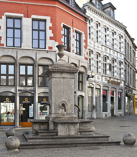 Le Rouge-Puits, at the corner of the rue de la Coupe and the rue de la Chaussee. Fontaine-Rouge-Puits-Mons.jpg