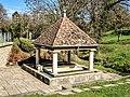 Fontaine-lavoir couverte d'Arguel.jpg