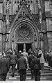 Fotothek df roe-neg 0002811 001 Walter Ulbricht beim Betreten der Thomaskirche, im Hintergrund Kränze und Ehrenw.jpg