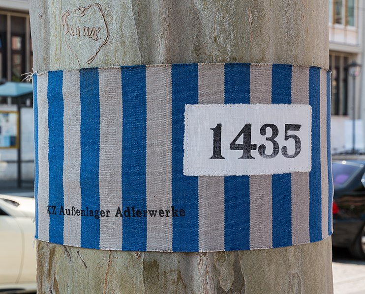 File:Frankfurt am Main, Paulsplatz, -Mitten unter uns- -- 2015 -- 6741.jpg