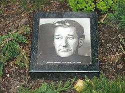 Friedhof Schoeneberg III - Helmut Newtons Grave.jpg