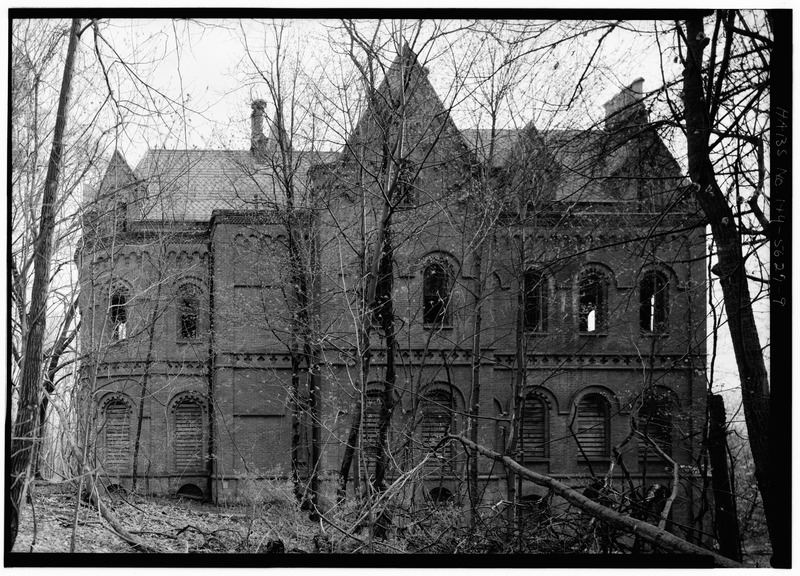 GENERAL VIEW OF NORTH REAR WITH SOUTHEAST TOWER-BAY ON LEFT - Wyndclyffe, Mill Road, Rhinebeck, Dutchess County, NY HABS NY,14-RHINB.V,2-9