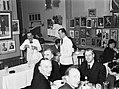 Gasten aan tafel in het restaurant van Alfredo, Koning van de Spaghetti, terwij…, Bestanddeelnr 252-1759.jpg