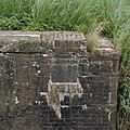Gedeelte van bakstenen sluishoofd met gedenksteen - Hellum - 20375572 - RCE.jpg