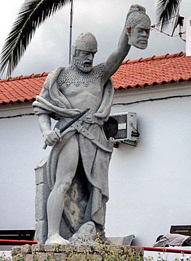 Statue of Geraldo Geraldes Sem Pavor or Gerald the Fearless. A Portuguese folk hero with the head of a Moor GeraldoGeraldesSemPavor.jpg