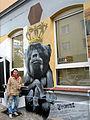 Gero Bittkoven vor einem Teil seiner Graffiti-Kunst am neu zu eröffnenden Bar Zensurfrei, Asternstraße 15 in Hannover.jpg