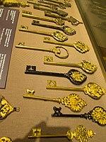 Gold keys (14295056376).jpg