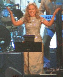 Googoosh durin a concert in Canadae