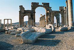 Grande Colonnade, Palmyra.jpg