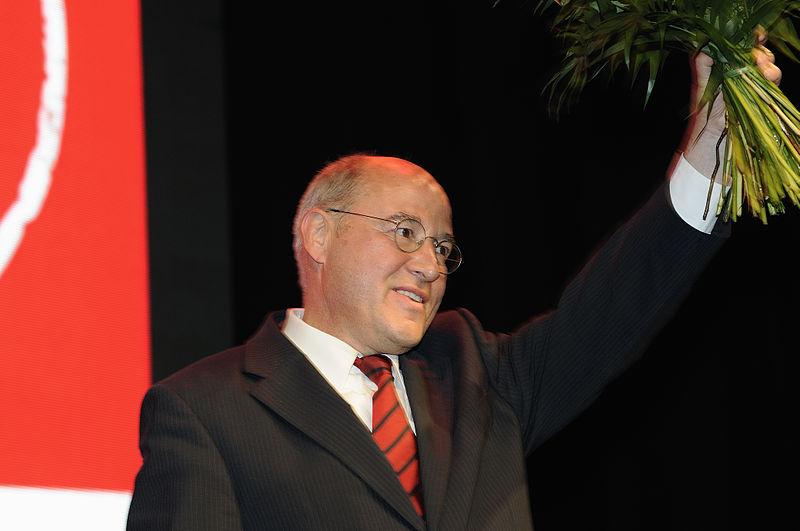 Datei:Gregor Gysi Die Linke Wahlparty 2013 (DerHexer) 02.jpg