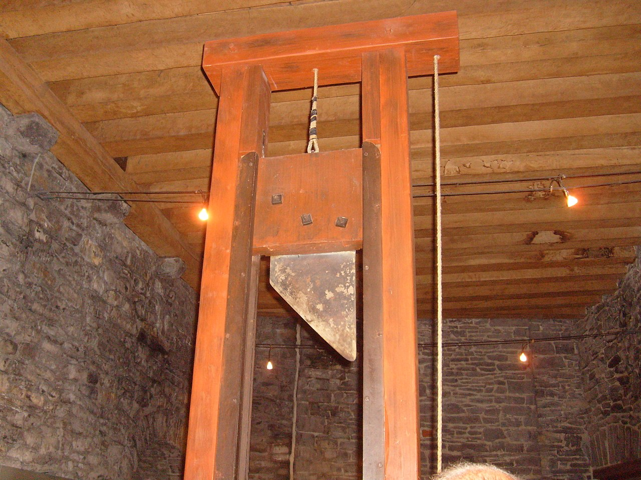 Guillotine in Gravensteen castle.jpg