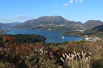 Lake Ashi - Image: Hakone Volcano 20121110