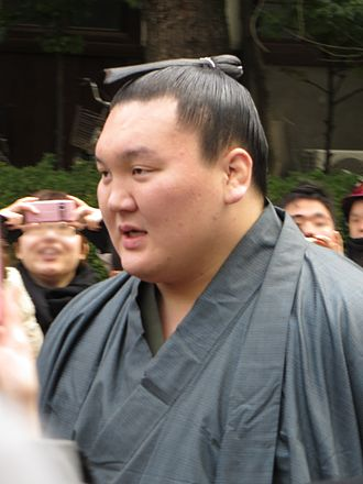 2013 in sumo - Hakuhō at the Sumiyoshi taisha shortly before the Osaka tournament in March.