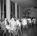 Het café in het stationsgebouw op vliegveld Hato op Curaçao, Bestanddeelnr 252-7703.jpg
