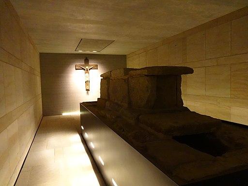 Hildesheimer Dom, Bischofsgruft 01