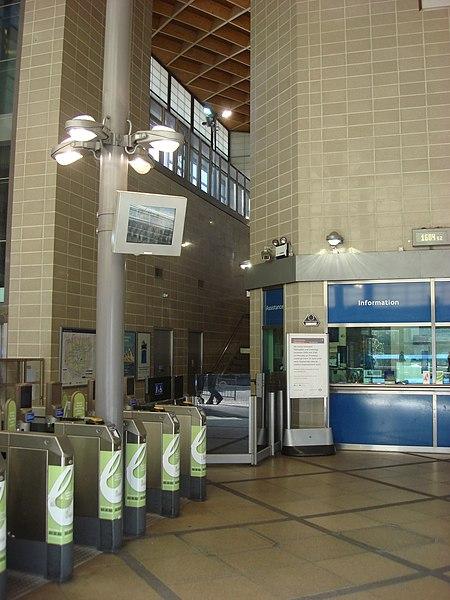 File:Hounslow East tube station 5.jpg