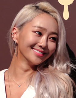 Hyolyn at Opening Ceremony of Magnum's Exhibition 'Five sense museum' on May 2, 2019 06.png