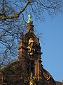II. Universitätsbibliothek Heidelberg Pallas Athena mit Phrygischem Helm schmückt den Mittelrisalit.jpg