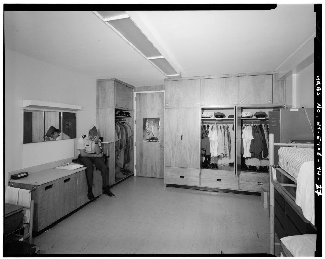File:INTERIOR VIEW OF MODERN ROOM, EISENHOWER BARRACKS - U ...