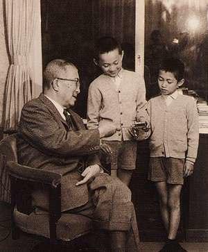 Yukio Hatoyama - Ichirō Hatoyama and his two grandsons, Yukio and Kunio