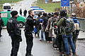 Immigranten beim Grenzübergang Wegscheid (22698679237).jpg
