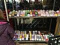 Ingekleurde papieren schoenen in de winkel voor Sinterklaas 01.jpg