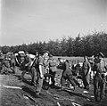 Inleveren van wapens door de Duitsers Het wapendepot in Soest, waar de Duitsers, Bestanddeelnr 900-3058.jpg