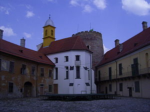 Prandau-Normann Castle - Image: Innenhof Schloss Valpovo