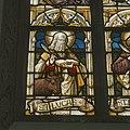 Interieur, koor, glas-in-loodraam, detail- afbeelding Sint Lucas en signatuur (onder) - Rosmalen - 20337067 - RCE.jpg