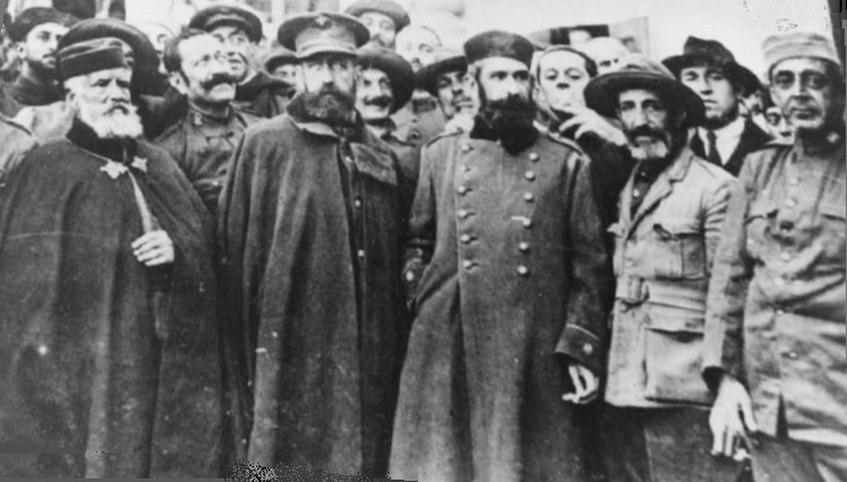 Izquierda a derecha, Coronel Araujo, General Navarro, Tte. Coronel Manuel López Gómez, Tte. Coronel Eduardo Pérez Ortiz, Comandante de Caballería José Gómez Zaragoza, embarcados de vuelta a Melilla