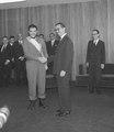 Jânio Quadros condecora Ernesto Guevara com a Ordem do Cruzeiro do Sul.tif