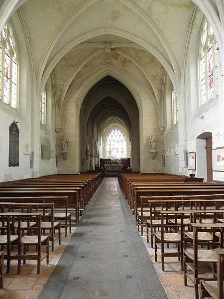 Nef de la collégiale Saint-Cyr et Sainte-Julitte de Jarzé (49).