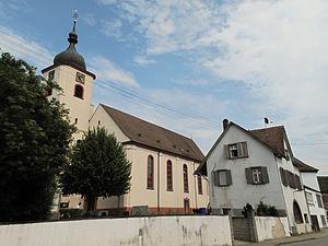 Sasbach am Kaiserstuhl - Image: Jechtingen, kerk in straatzicht foto 3 2013 07 24 15.23