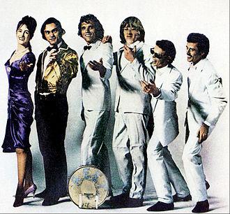 Flight Log - Photo for Flight Log album ad, 1977. From left: Grace Slick, Marty Balin, Jorma Kaukonen, Paul Kantner, Jack Casady, Spencer Dryden.