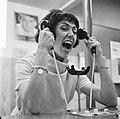 Joan Haanappel contract getekend voor platenmaatschappij Phonogram, Joan Haanapp, Bestanddeelnr 917-0036.jpg