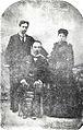 José Martí junto a Gonzalo de Quesada y su esposa Angelina Miranda, Nueva York, 1893.jpg
