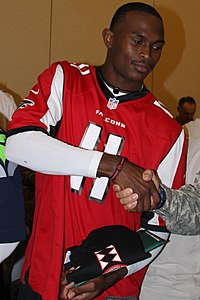 Julio Jones at Schoffield Barracks (cropped).jpg
