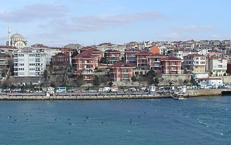 Üsküdar - The waterfront of Üsküdar as seen from Maiden Tower