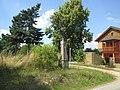 Kříž západně od Vrčně (Q66052124).jpg