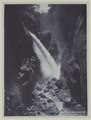 KITLV - 5817 - Kurkdjian - Soerabaja - Waterfall near the Ijen volcano in East Java - circa 1910.tif