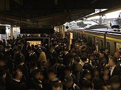 通勤時間帯の外房線 鎌取駅
