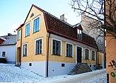 Fil:Kannan 1 Adelsgatan 46 Kanngjutaregränd 5 Visby Gotland.jpg