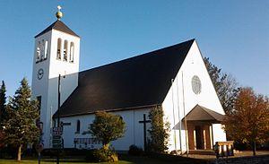 Kath Kirche Bürmoos.jpg
