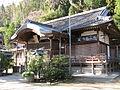 Katusragi-hitokotonushi-jinja haiden1.jpg